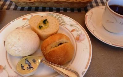 04自家製パン