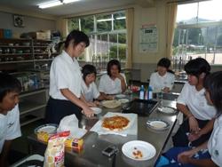 20100915家庭科ピザ 1