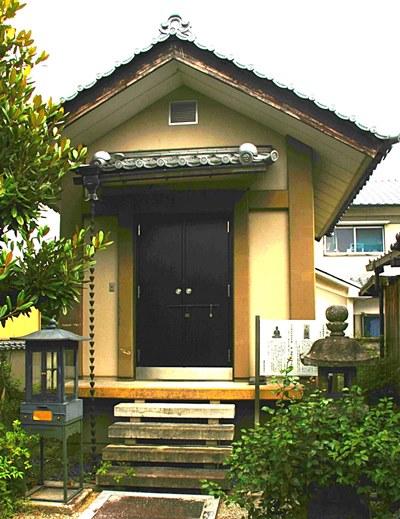 阿弥陀寺・薬師如来像を祀る収蔵庫