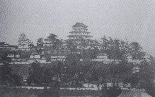 津山城古写真西北面