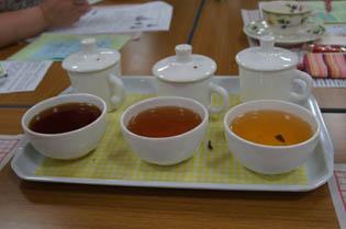 紅茶 飲み比べ