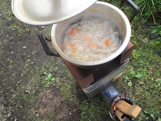 廃材で煮込み料理