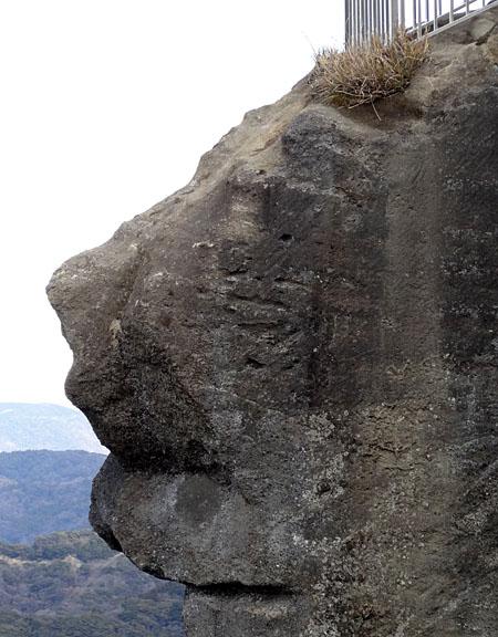 131222ライオン岩
