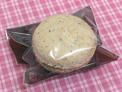 PATISSERIE FOUR マカロン ほうじ茶(140円)