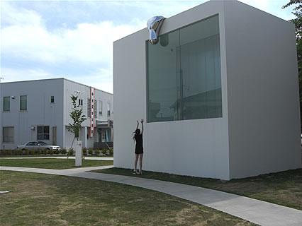 十和田市現代美術館 野外芸術文化ゾーン 水滴?