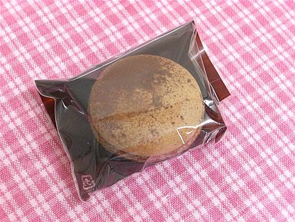 PATISSERIE FOUR マカロン ショコラ(140円)