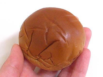 山崎製パン 薄皮沖縄黒糖入り芋あんぱん 中身
