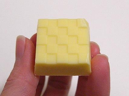 チロルチョコ チーズ 中身