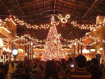東京ディズニーランド ワールドバザール クリスマスツリー(夜)