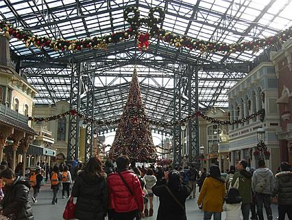 東京ディズニーランド ワールドバザール クリスマスツリー(昼)