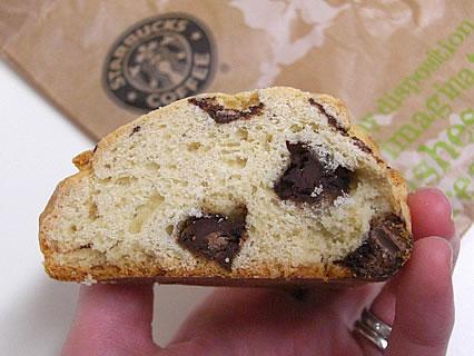 Starbucks Coffee(スターバックス コーヒー) 青森ELM店 チョコレートチャンクスコーン 断面-1