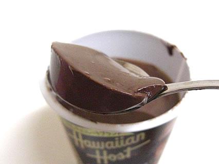 北海道乳業 ハワイアンホースト チョコレートプリン 中身-2