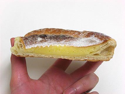 サークルKサンクス 濃厚チーズケーキデニッシュ 断面