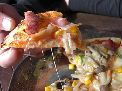 津軽金山焼 レストランPATATA (パタータ) おまかせピザ アップ