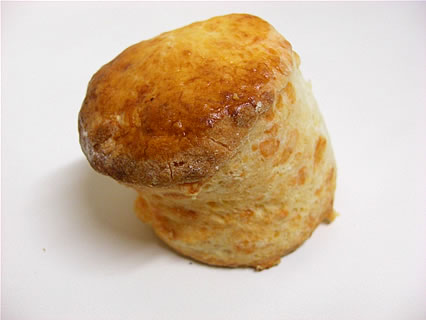 カフェリブ・フォーエバー スコーン(チーズ)(110円)