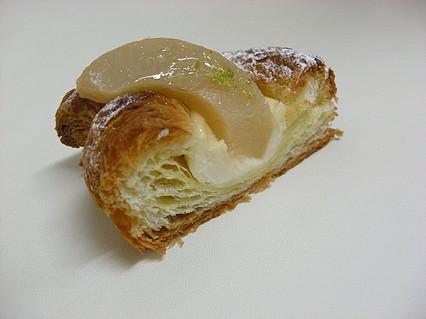 ブランジュリー 白桃レアチーズ 断面-1