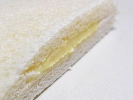 工藤パン フレッシュランチ(りんごカスタークリーム) 断面-2
