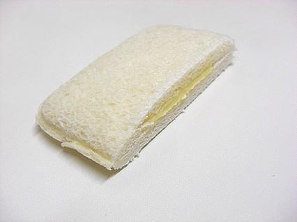 工藤パン フレッシュランチ(りんごカスタークリーム) 断面-1