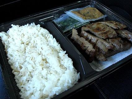 中三 弘前店 全国味百撰 牛たん炭焼 利久 牛たん弁当 中身