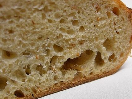 メゾンカイザー(MAISON KAYSER) 泉パークタウン タピオ店 イチジクのパン 断面-2