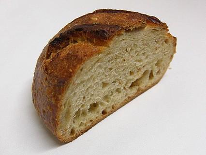 メゾンカイザー(MAISON KAYSER) 泉パークタウン タピオ店 イチジクのパン 断面-1
