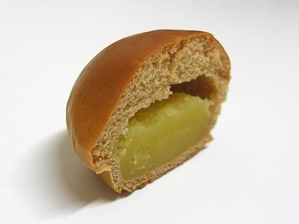 山崎製パン 薄皮黒糖芋あんぱん 断面