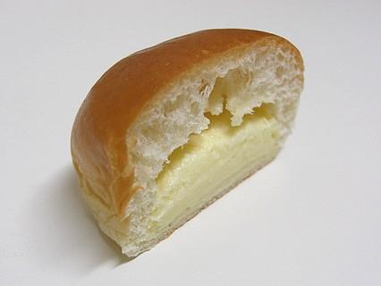 山崎製パン 薄皮レアチーズ風味クリームパン 断面