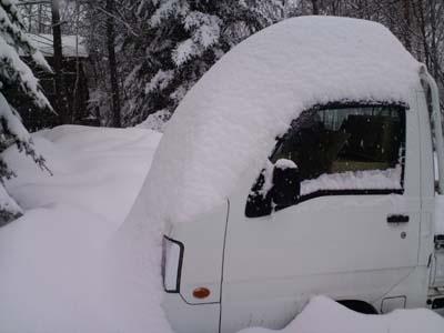 5日雪事務所軽トラ