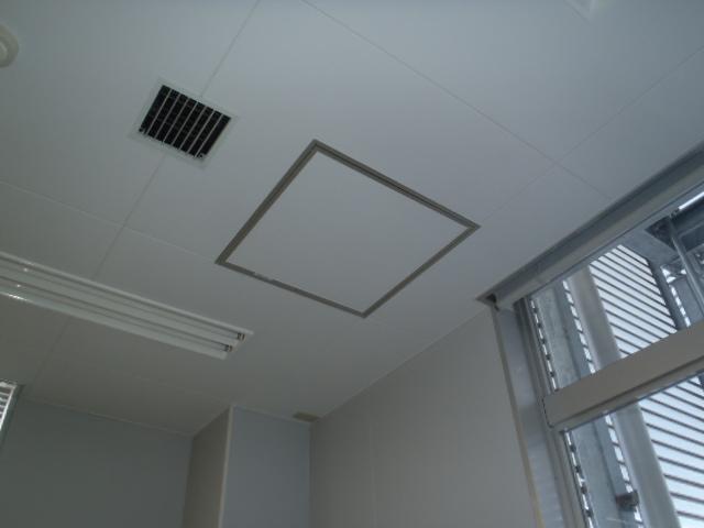 施工前:天井より水道管を引く