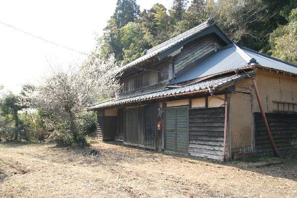 草刈り後の古民家2