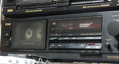 1980年代に録音されたカセットテープを聴く