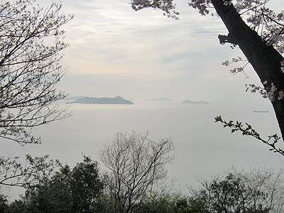 山頂の公園から望む瀬戸内海