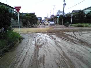 地震(液状化道路)