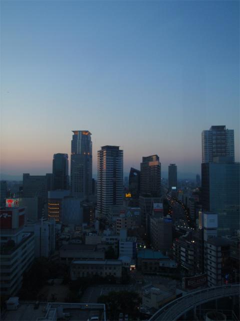 夕暮れの大阪の街