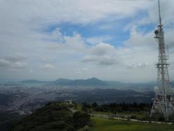 2010.09.26皿倉山山頂からみた安部山1