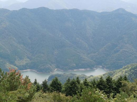 2010.09.26皿倉山からみた河内の貯水池1