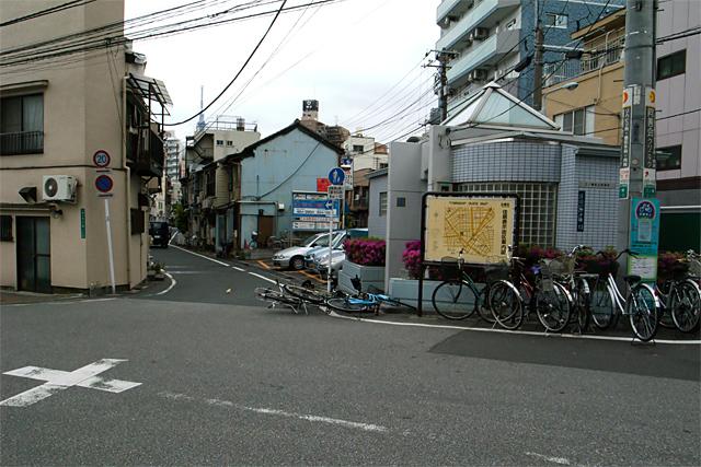 110505_005_浄閑寺前