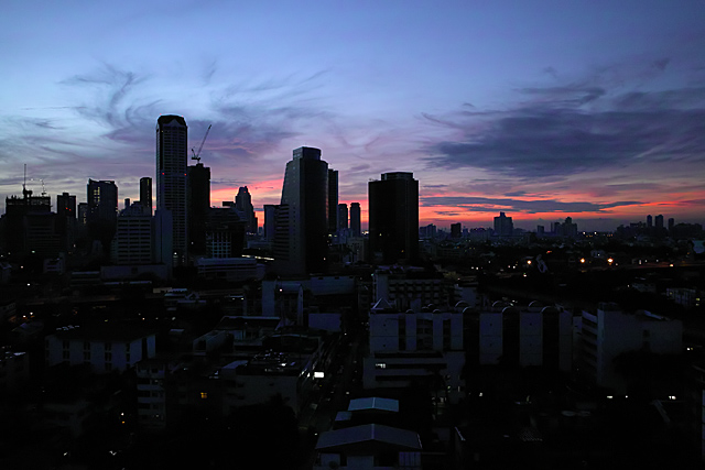 110724_017_バンコクの夜明け