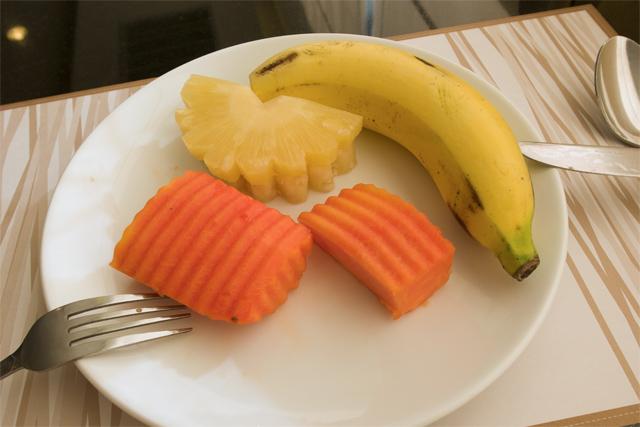 110805_006_朝食は果物だけ