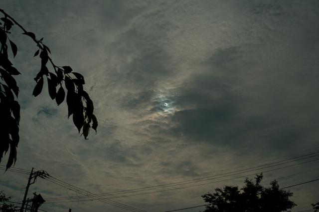 120521_008_曇り空の金環日食