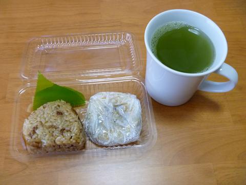 画像/地鶏めし&梅ヶ枝餅とお茶