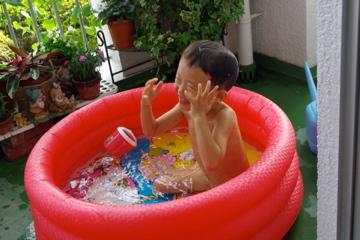 ベランダでプール