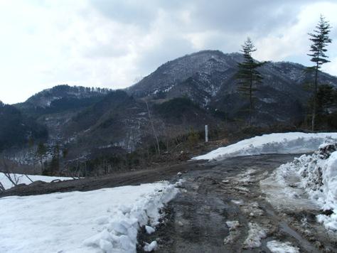 黒森山(くじら山)4.20 板の沢 林道川西山線