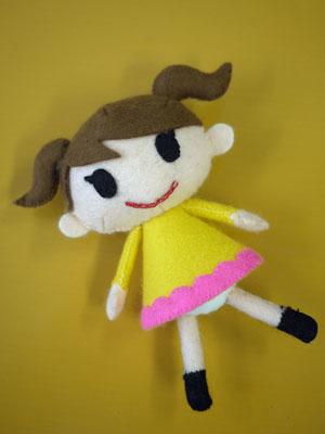 じわじわと作っていたフェルトのぬいぐるみ「女の子」が完成しました。型紙は、「はじめてのフェルトぬいぐるみ」(浦山亜由美さん/学研)から。