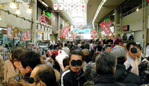 師走の湊川市場-1