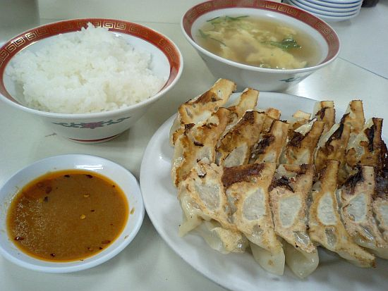 大学の餃子定食(大)