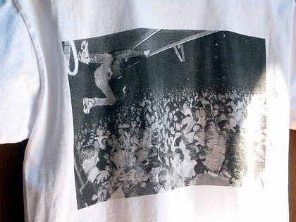 Charles Peterson/「Touch Me I'm Sick」のロックな写真集とTシャツ。