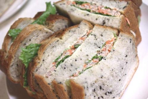 20110506ゴマバタートップでツナとにんじんサラダのサンドイッチ2