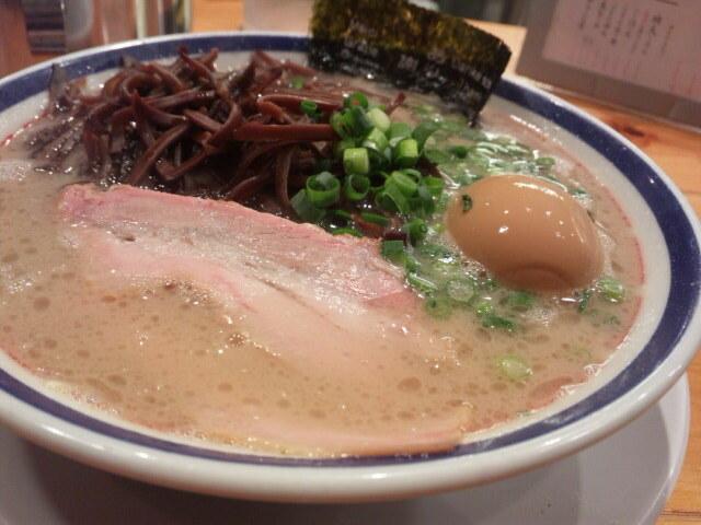 田中商店の博多豚骨ラーメン。