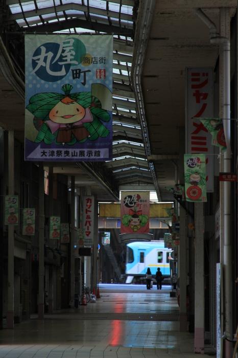 12.11.01 開店前の商店街